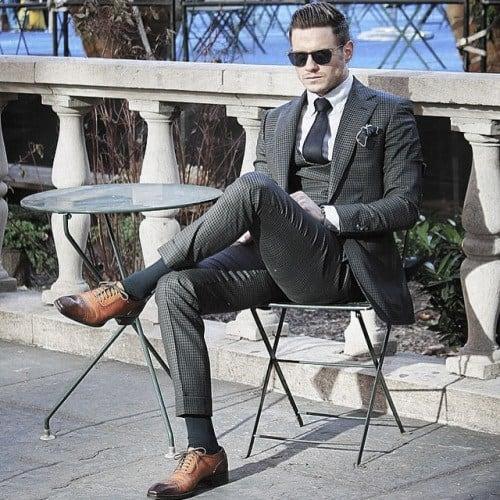 Masculine Grey Suit Style Ideas For Men