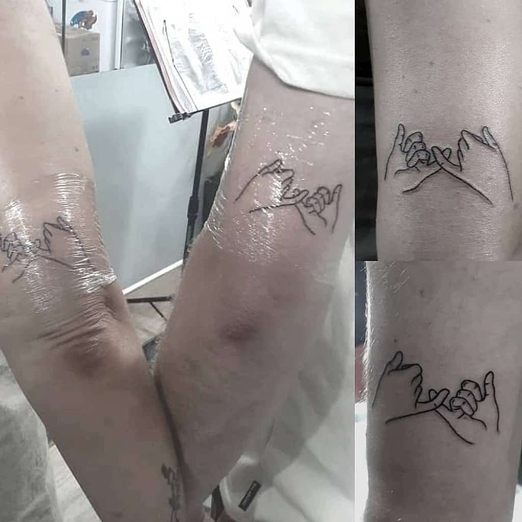 Matching Pinky Promise Tattoos 5n0wb4ll (knaeppeank)