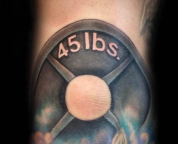 Ideas de tatuajes para hombres en la autopista de 45 libras en el brazo