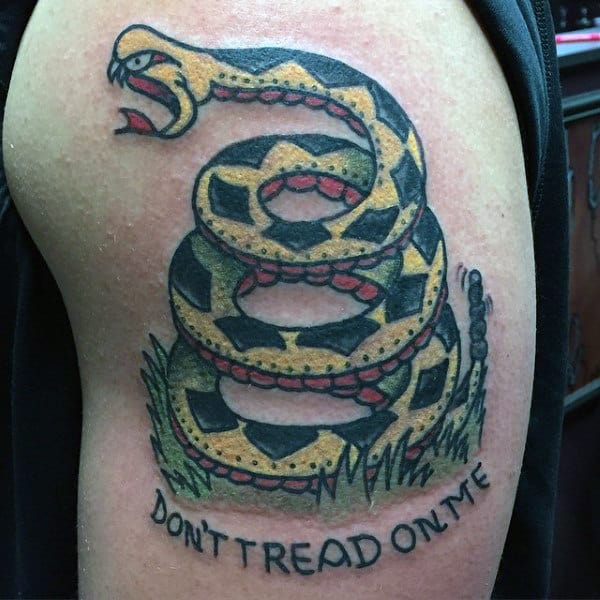 Mens Dont Tread On Me Text And Coiled Rattlesnake Upperarm Tattoo
