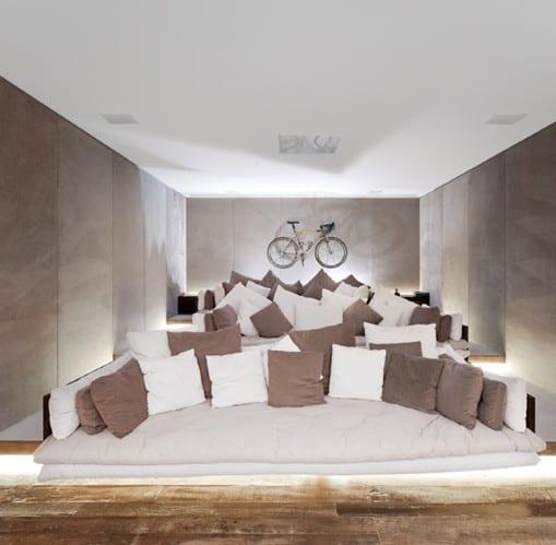 Men's Lounge