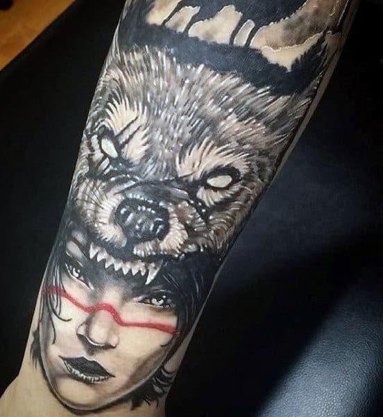 Men's Old School Wolf Tattoo