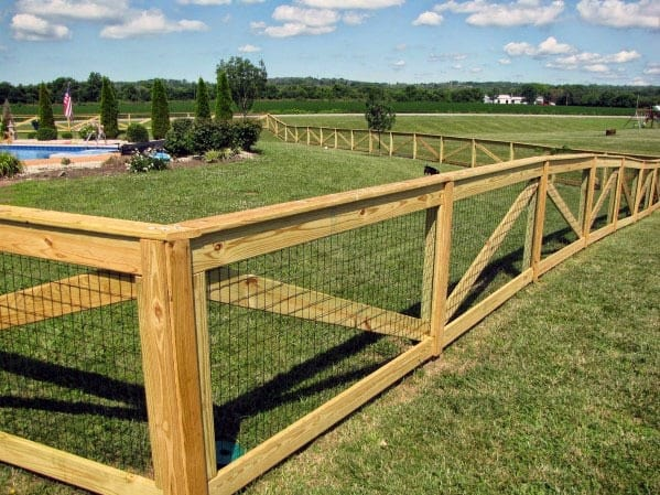 Metal Wire And Wood Post Dog Fence Ideas
