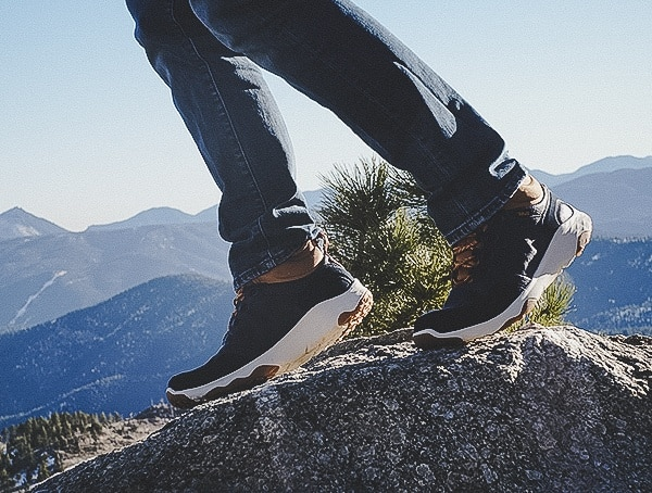 Midnight Navy Mens Arrowood 2 Mid Waterproof Shoes Review