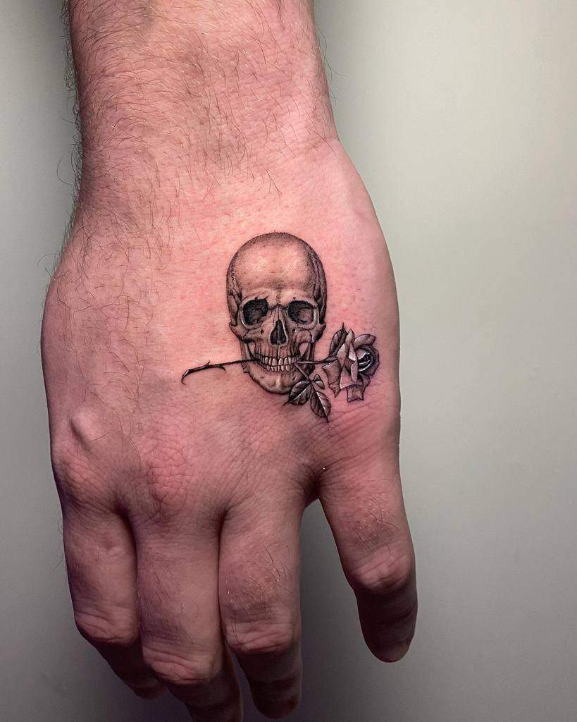 mini-hand-skull-and-rose-tattoo-rojo_izzy