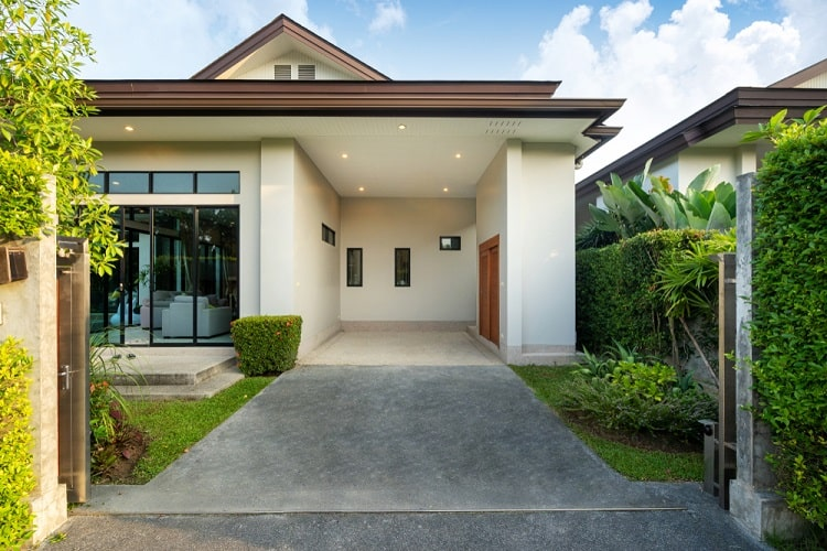 Modern And Luxury House Attached Carport