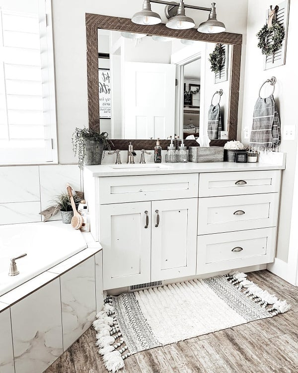 Modern Rustic White Farmhouse Bathroom Thebarnwoodfarmhouse