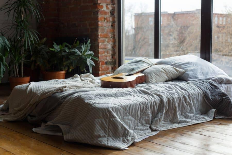 moody romantic bedroom ideas 2