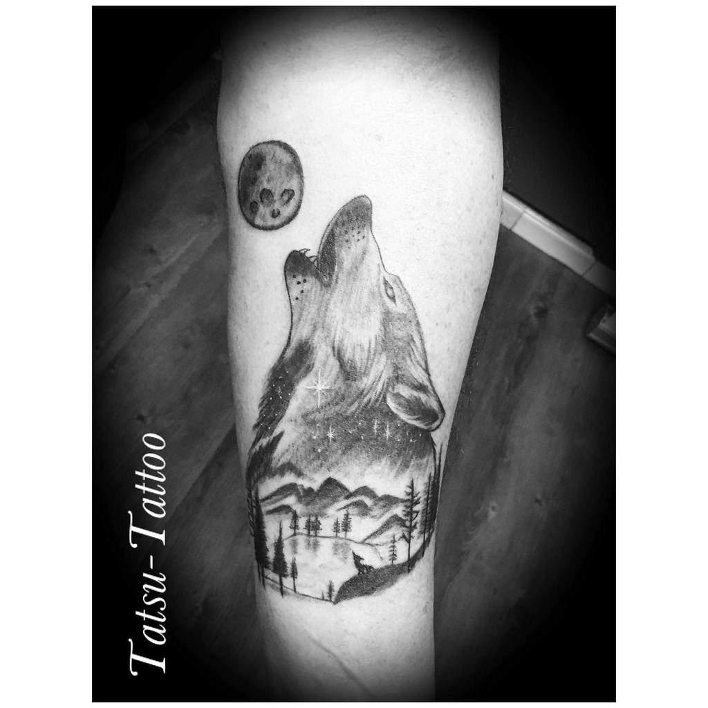 moon howling wolf tattoo tatsutattoo