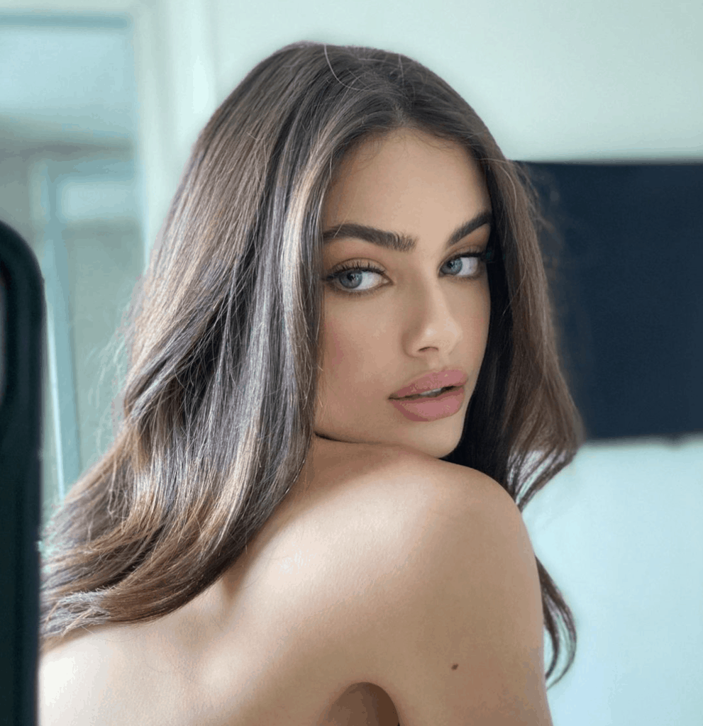 19-Year-Old Israeli Model Crowned 2020's Most Beautiful Woman In The World