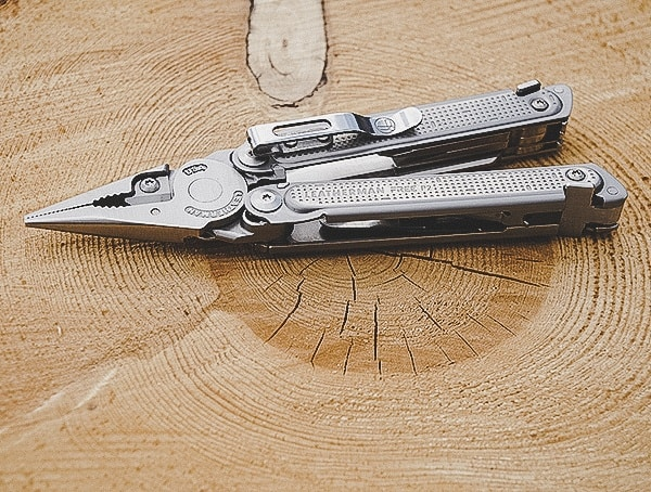 Multi Tool Reviews Leatherman Free P2
