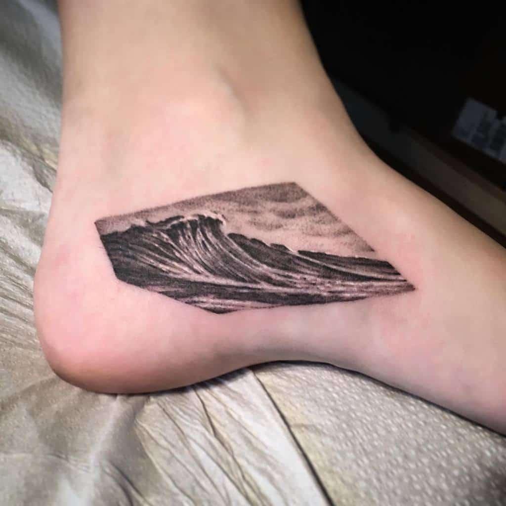 nature-wave-black-grey-ocean-tattoo-harryandlloyds.tattoo