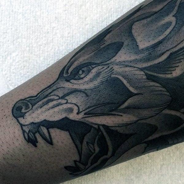neo-traditional-guys-forearm-wolf-tattoo-ideas