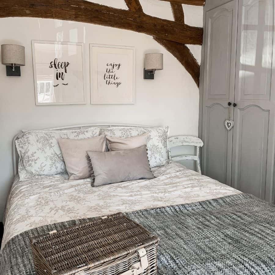neutral vintage bedroom ideas marlows.cottage.no3