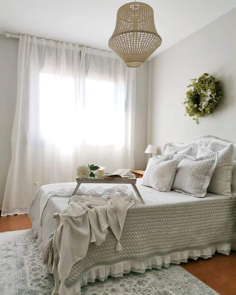 neutral vintage bedroom ideas our.loved.place