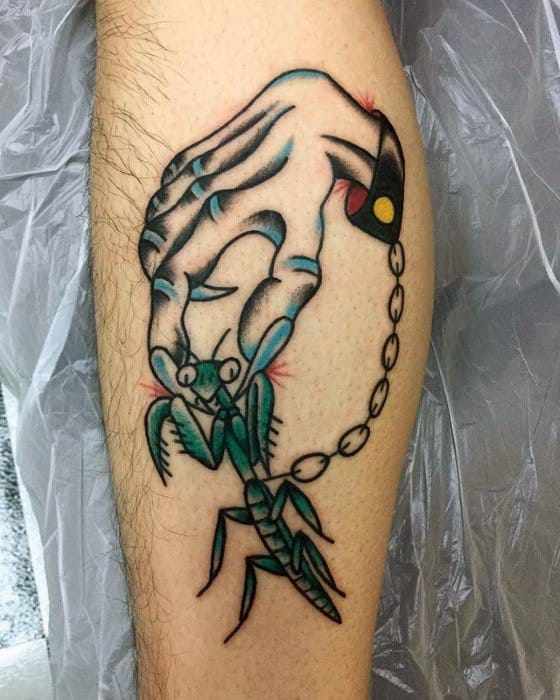 Old School Traditional Hand With Praying Mantis Mens Tattoo Designs