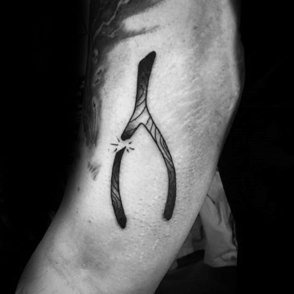 Old School Traditional Side Of Hand Male Wishbone Tattoo Designs
