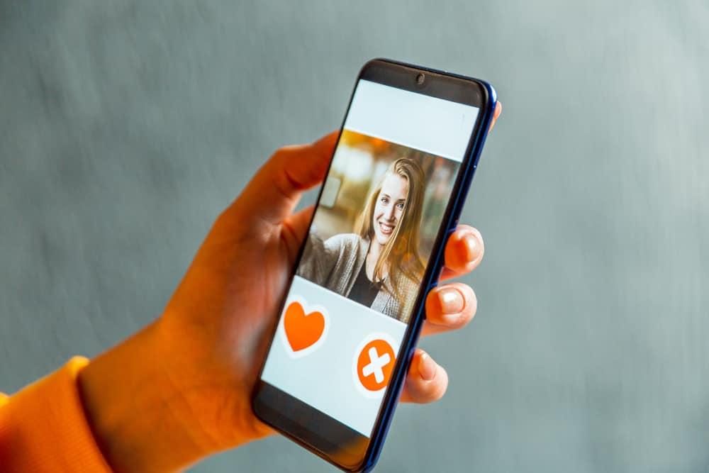 online dating app in smartphone