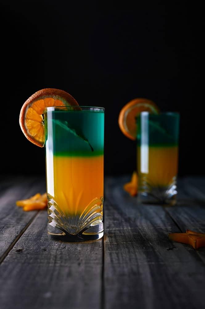 glass of orange juice with sliced lemon