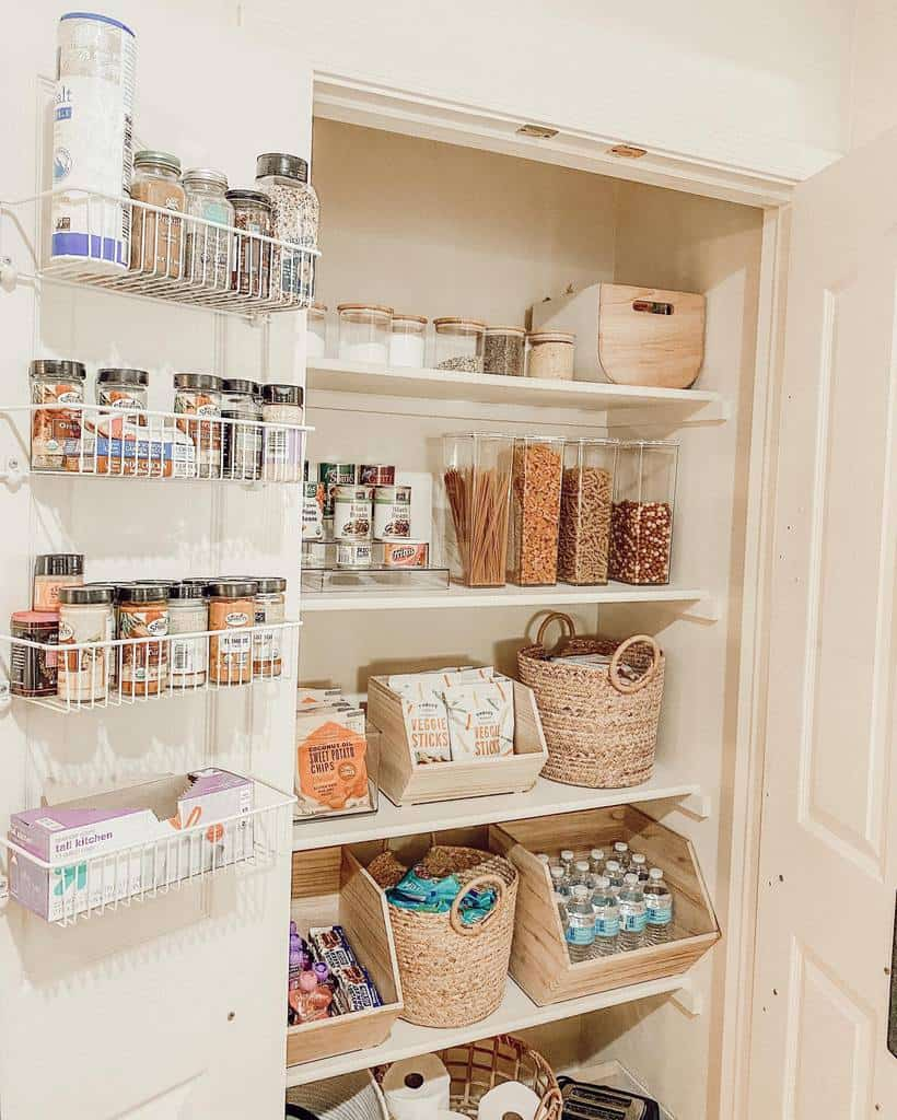 organizing small pantry ideas thedailyhailey__
