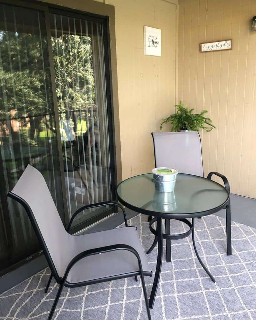 outdoor apartment patio ideas miss_l_beezy