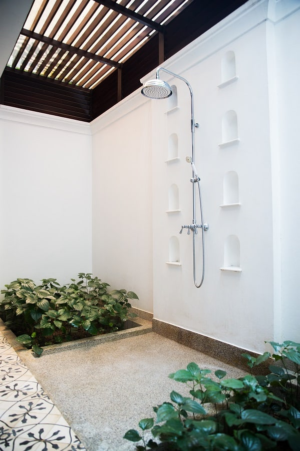 Outdoor Pool Shower Ideas