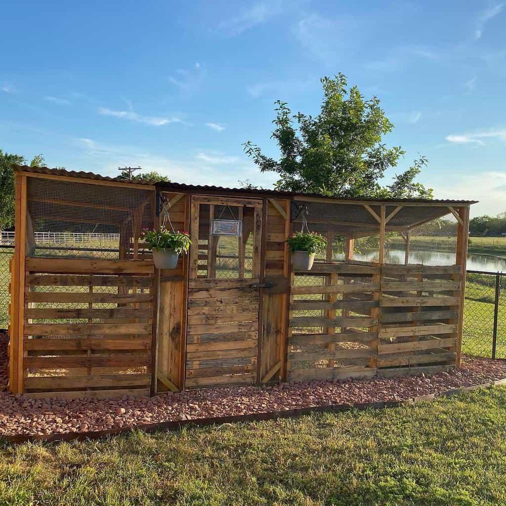 pallet chicken coop ideas johnson_farm_in_texas