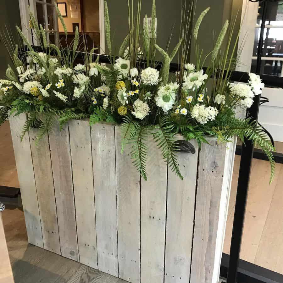 pallet flower box garden ideas annlaingflowers