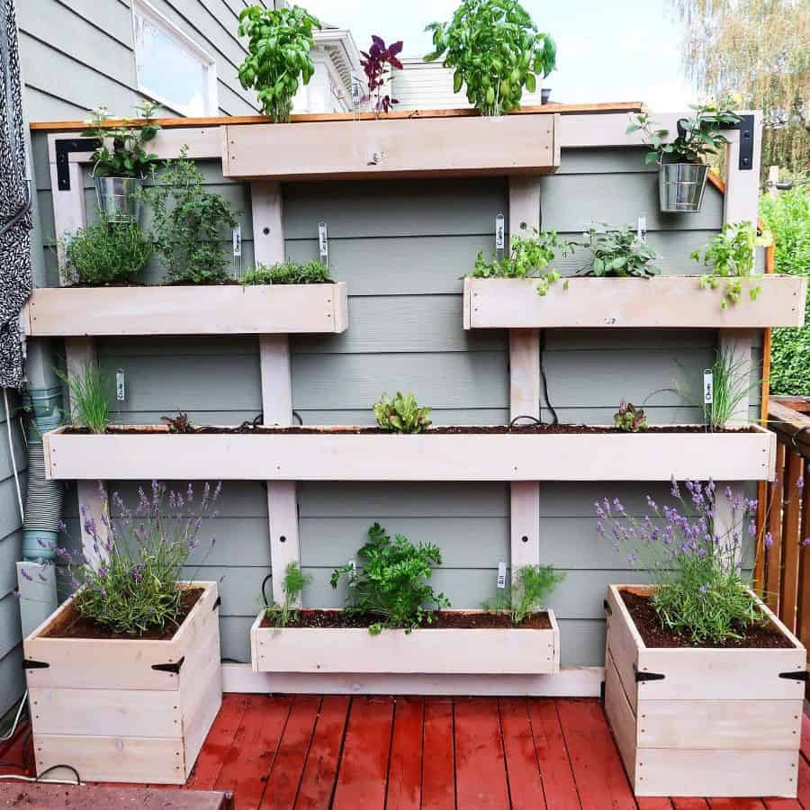 pallet vertical garden ideas trowel.and.thyme