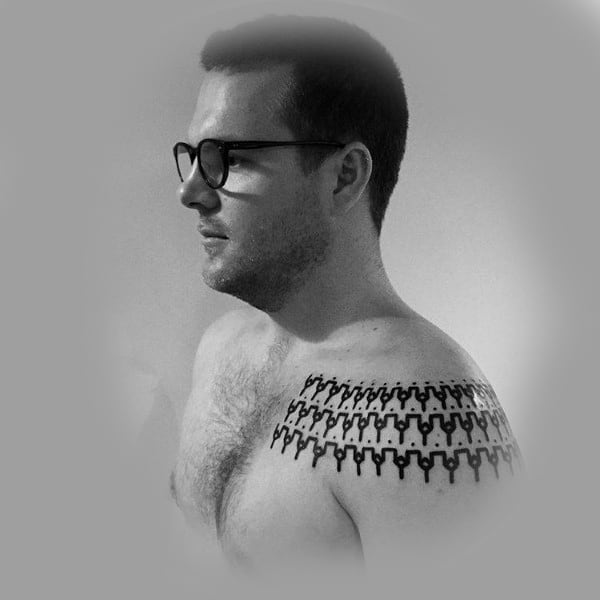 Pattern Collar Bone Tattoos For Gentlemen