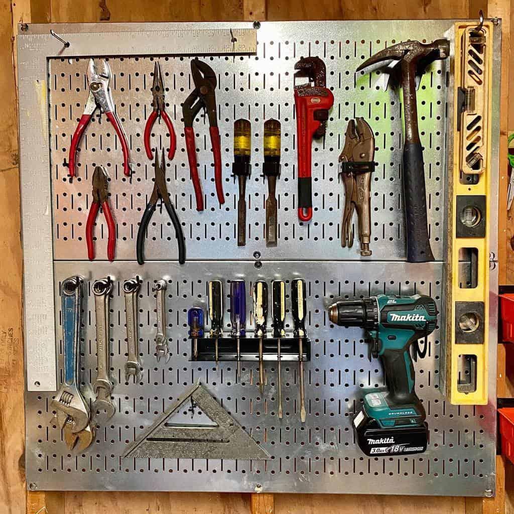 pegboard work bench ideas unscrambled_byerin
