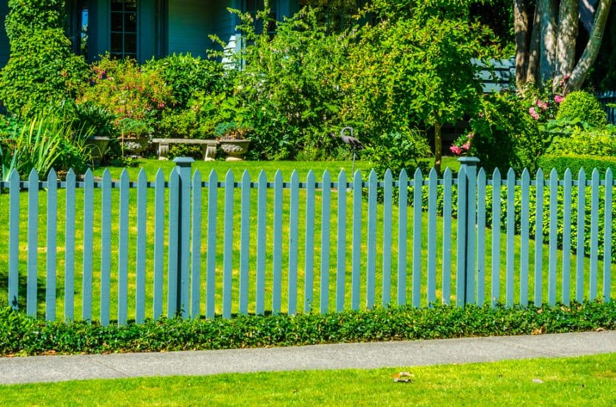 Picket Fence Wood Fence Ideas (1)