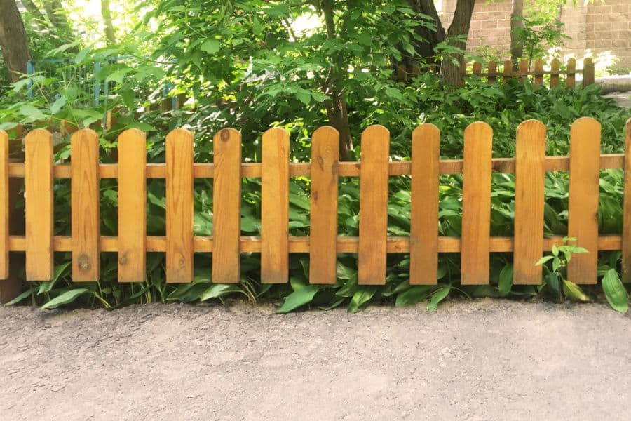 Picket Fence Wood Fence Ideas (2)