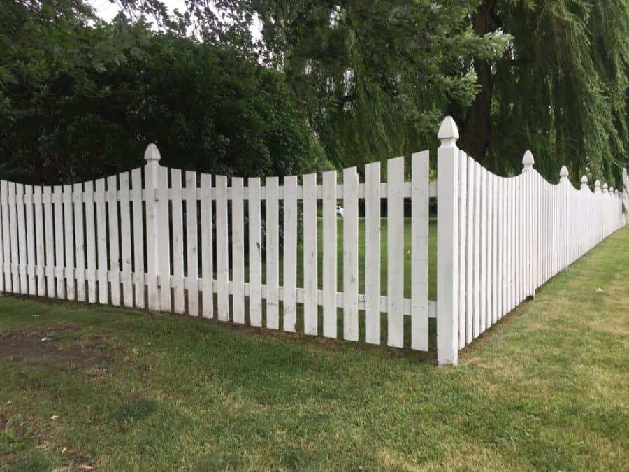 Picket Fence Wood Fence Ideas (6)