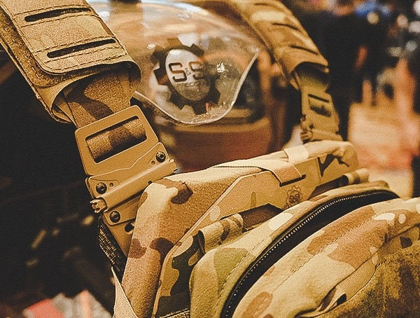 Plate Carrier With Quick Release Buckles