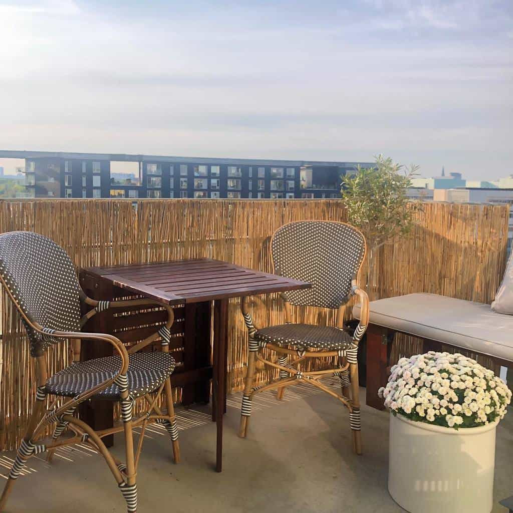 privacy screen apartment patio ideas living_w_colors