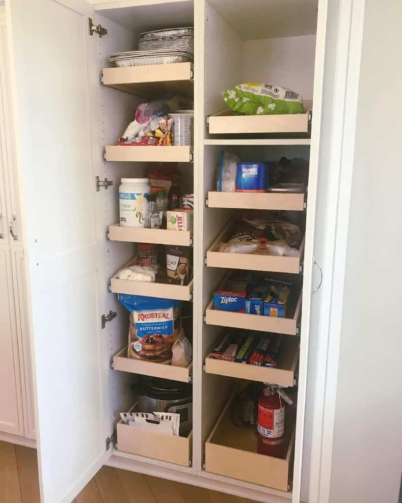 pull-out pantry organization ideas piecesintoplace_organizing