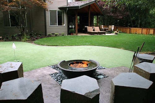 Putting Green With Fire Pit Cool Backyard Ideas