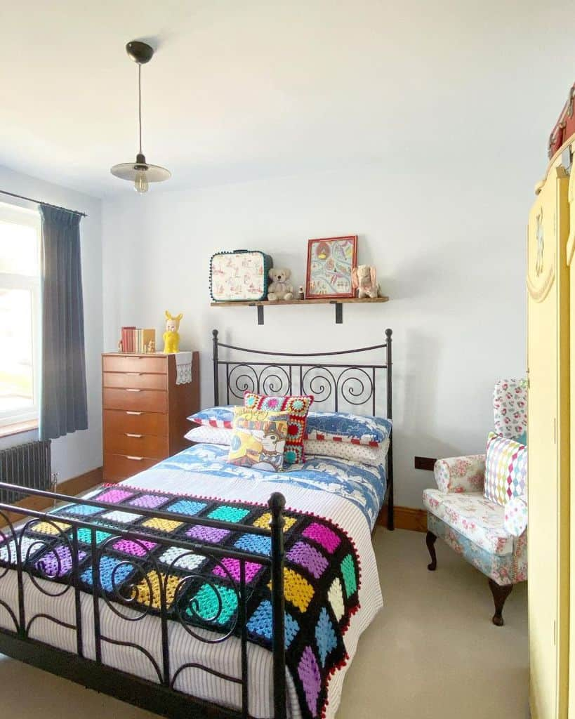 quirky and cheerful interior teen girl bedroom ideas em_lou_vintage