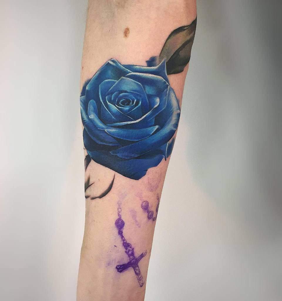 realistic blue rose tattoos swaghorntattoo