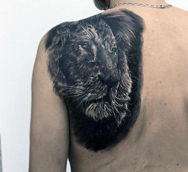 Realistic Guys Back Shoulder Lion Tattoo Inspiration