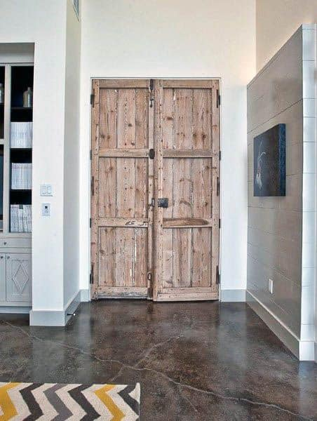 Reclaimed Wood Creative Closet Door Ideas
