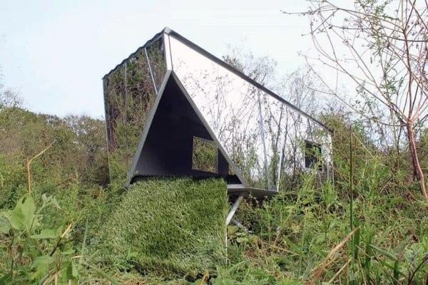 Reflective Mirror Dog House Ideas
