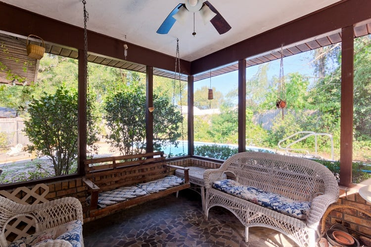 Relaxing Screened In Sun Porch