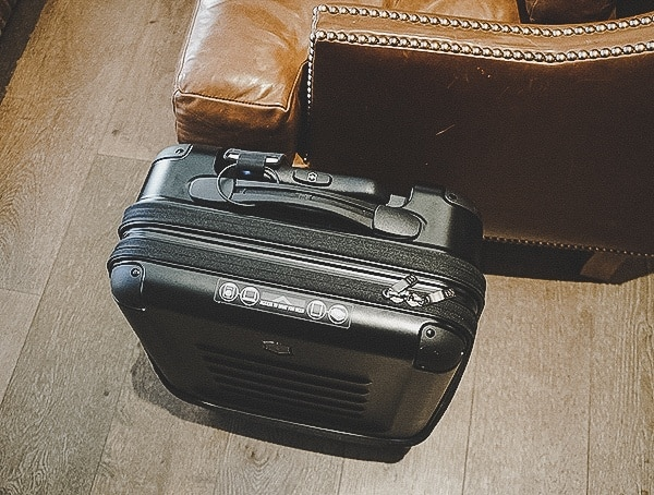 Review Black Hardshell Victorinox Spectra 2 0 Dual Access Global Carry On Bag