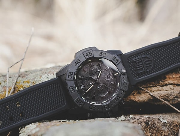 Review Close Up Luminox Navy Seal Chronograph Mens Watch Outdoors