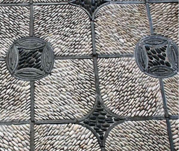 River Rock Pattern Stone Walkway Design Idea Inspiration
