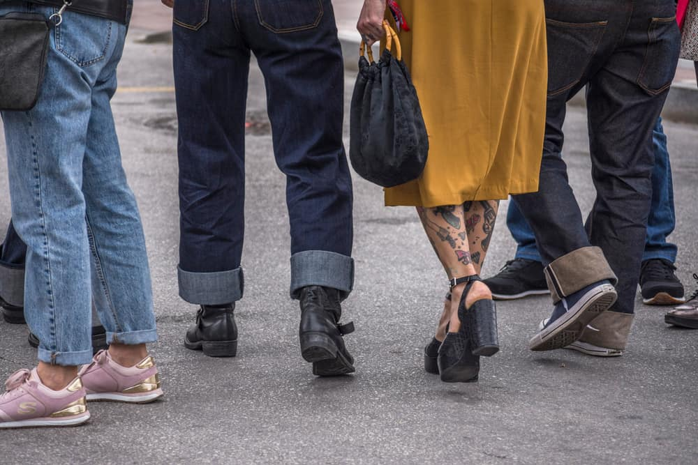 A group of people dressed in the rockabilly style with cuffed jeans