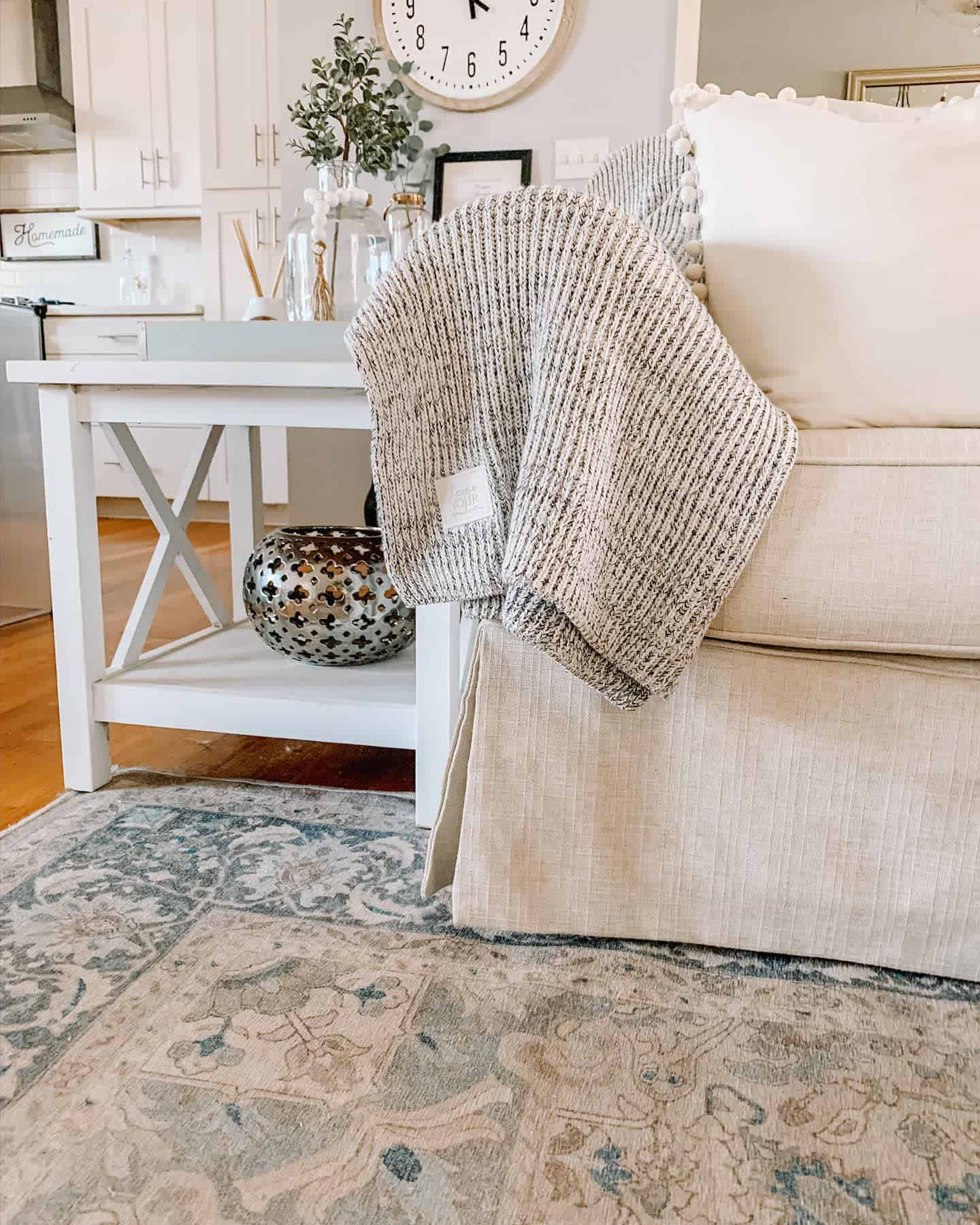Rugs Pillows And Blankets Farmhouse Living Room Ideas Inspiringthreads