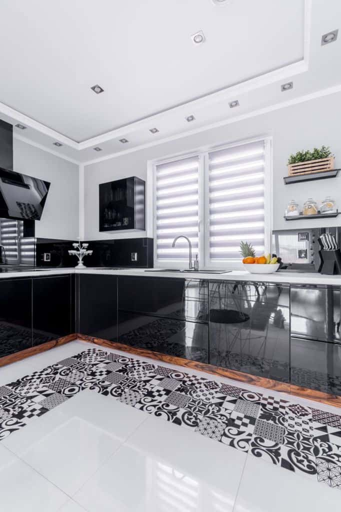 Scandinavian Black And White Kitchen 7